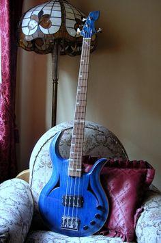 semi-hollow bass