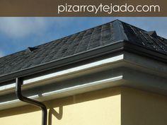 Foto de pizarra para tejado. Detalle de beatas situadas en ambos faldones de cubierta de pizarra. #pizarra #pizarranatural #naturalslate #pizarra #ardoise