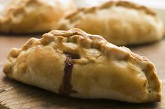 Few meals have roots as deep as the Cornish pasty, which was developed as a lunch for workers in the ancient English tin mining region of Cornwall. Medieval Recipes, Ancient Recipes, Traditional English Food, British Dishes, Cornish Pasties, Vintage Cooking, Great Recipes, Cooking Recipes, Ancient English