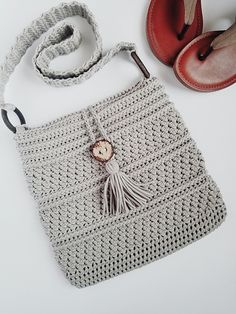 Ravelry: The Cobble Crossbody Bag pattern by Soul Crochet by Yours Truly Source by doedaz and purses crossbody Crochet Market Bag, Crochet Tote, Crochet Cross, Crochet Handbags, Crochet Purses, Crochet Baby, Knit Crochet, Free Crochet Bag, Crochet Purse Patterns