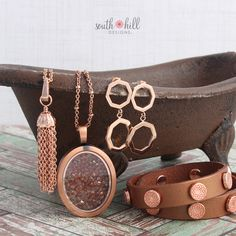 I love this look in rosegold especially for fall! www.southhilldesigns.com/melissadare #charms #lockets #bracelets #rosegold #jewelry #unique #gifts #southhilldesigns #opportunity #workfromhome #us #canada #mexico #workfromhomemom #joinmyteam #fashion #trends #trending