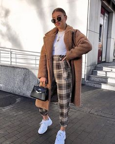 winter outfits london Winter street outfit to wear right now Winter Outfits For Teen Girls, Paris Outfits, Winter Outfits For Work, Casual Winter Outfits, Winter Fashion Outfits, Mode Outfits, Look Fashion, Stylish Outfits, Fall Outfits