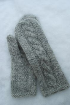 Ravelry: Martine cabled mittens pattern by Berry Cheeks Knitting Stitches, Knitting Patterns Free, Knitting Socks, Hand Knitting, Knitted Mittens Pattern, Knit Mittens, Fingerless Gloves Knitted, Knitted Hats, How To Purl Knit