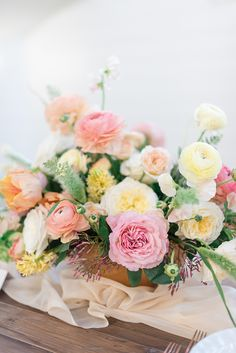 Copper and Citrus Summer Wedding Flowers Affordable Wedding Flowers, Neutral Wedding Flowers, Cheap Wedding Flowers, Spring Wedding Flowers, Flower Bouquet Wedding, September Wedding Flowers, Wedding Flower Inspiration, Wedding Ideas, Wedding Flower Arrangements