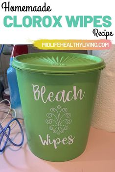 diy organization Making these DIY Bleach Wipes is quick and easy. You only need a few ingredients for homemade Clorox wipes. This is a great recipe to have on hand so you have wipes for cleaning even when the stores are sold out! Homemade Disinfecting Wipes, Homemade Cleaning Wipes, Homemade Cleaning Supplies, Cleaners Homemade, Diy Cleaners, Bathroom Cleaning Hacks, Household Cleaning Tips, Cleaning Recipes, House Cleaning Tips