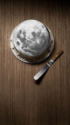 Moon cake // I can't even. This is the coolest cake I have ever seen. Moon cake // I can't even. This is the coolest cake I have ever seen. Beautiful Cakes, Amazing Cakes, Cake Cookies, Cupcake Cakes, Cupcake Art, You Are My Moon, Space Party, Moon Cake, Fancy Cakes
