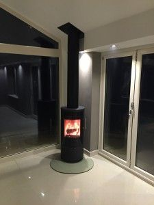 Garden room with log burner Wood Burning Stove Conserv… – Freestanding fireplace wood burning Garden Room, Interior Barn Doors, Hearth, Fireplace Hearth, Wood Burner Fireplace, Open Plan Kitchen Living Room, Contemporary Fireplace Decor, House Extension Design, Corner Stove