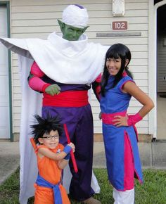 Dragonball Z costumes are Gokute. | 33 Family Halloween Costumes That Are Absolutely Fantastic