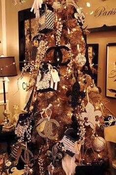 un árbol de marca! chanel christmas tree.