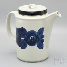 Inspirational Finnish design dishware shop, from vintage to new: Arabia, Iittala, Marimekko, Moomin and more. International delivery – free on orders over 50 €! Marimekko Fabric, Glass Company, Moomin, Vintage Dishes, Stoneware, Tea Pots, Delivery, Strong, Hand Painted