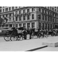 USA New York City horse buggies at Fifth Avenue and 59th Street Canvas Art - (24 x 36)
