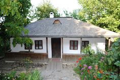 Bojdeuca Ion Creangă Moldova, Writers, Cabin, House Styles, Home Decor, Romania, Decoration Home, Room Decor, Cabins