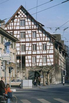 """Winterthur, alte Kaserne. Com_C26-040-001-003-002. User Hans: """"Ist nicht das Stadthaus, sondern die """"alte Kaserne""""."""" Winterthur, Image Archive, Cabin, House Styles, Townhouse, Cottage, Cottages"""