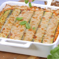 Low Carb Zucchini Lasagne Lasagna has too many carbohydrates? We have a great low carb recipe of the Italian classic for you, with zucchini. Low Glycemic Diet, Low Carb Diet, Low Carb Recipes, Diet Recipes, Healthy Recipes, Salad Recipes, Low Carb Zucchini Lasagna, Zucchini Pasta, Menu Dieta