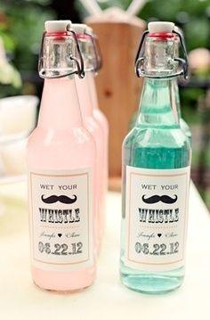 Des petites bouteilles à l'effigie du mariage pour fille et garçon !