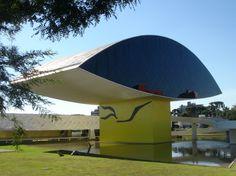Meest imposante gebouwen ter wereld - Foto detail: NovoMuseu in Curtiba van Niemeyer. Lees meer op Logic-Immo.be!