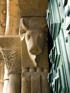 Il bue sul portale della chiesa