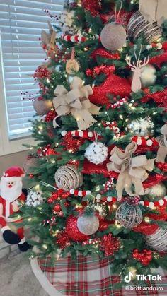 Flocked Christmas Trees Decorated, Elegant Christmas Trees, Decoration Christmas, Ribbon On Christmas Tree, Colorful Christmas Tree, Christmas Tree Themes, Noel Christmas, How To Decorate Christmas Tree, Decorating For Christmas