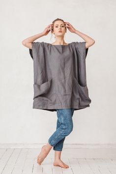 Oversized dark platinum grey linen tunic Linen tunic with two big pockets Tunic Minimal linen tunic Linen tunic Stone washed Linen Tunic Dress, Linen Dresses, Sewing Clothes, Diy Clothes, Mode Kimono, Mode Hippie, Platinum Grey, Dress Sewing Patterns, Refashion