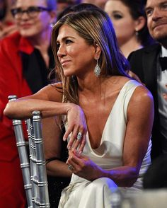 """The continuous support she's received from Brad Pitt means """"everything"""" to Jennifer Aniston at our link in bio. Also, if you swipe, we… Jennifer Aniston Quotes, Jennifer Aniston Pictures, Jennifer Aniston Style, Nancy Dow, Jennifer Aninston, Rachel Green Friends, Brad And Jen, Sag Awards, Brad Pitt"""