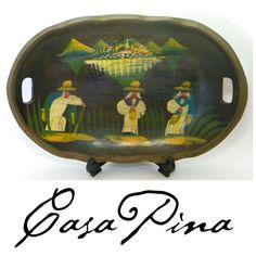 Charola michoacana vintage pequeña tallada y decorada a mano en los años 40´s. 300 US$ / $ 3900 MX Sales Contact: integradoradeartedelnoreste@gmail.com