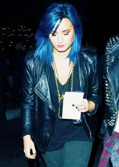 Demi Lovato. LOVE HER HAIR!!! I want to dye my hair like this