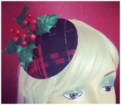 A tiny christmas headpiece made of black and red checked pattern with ilex *hohoho*