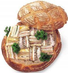 青山アンデルセン / ANDERSEN(ベーカリー)≪パーティカンパーニュ≫ くり抜いたカンパーニュの中に、サンドイッチがいっぱい詰まったパーティカンパーニュ。