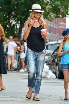 summer outfits with boyfriend jeans best outfits New York Outfits, Outfits With Hats, Mode Outfits, Fashion Outfits, Cheap Fashion, Fashion Women, Casual Summer Outfits For Women, Spring Outfits, Casual Jeans Outfit Summer