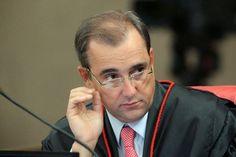 Folha Política: Ministro do TSE manda PT tirar do ar propaganda de rádio contra Aécio