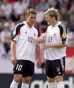 Lukas Podolski und Bastian Schweinsteiger: So fing vor 10 Jahren alles an Germany Team, Germany Football, Football Kits, Football Soccer, Fifa, Messi, Lukas Podolski, Dfb Team, Bastian Schweinsteiger