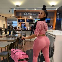 Pretty Black Girls, Beautiful Black Women, Girl Outfits, Cute Outfits, Fashion Outfits, Vrod Harley, Swag, Dark Skin Beauty, Fitness