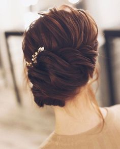 Check out these pretty wedding hairstyle inspiration,simple wedding hairstyle,elegant hairstyle inspiration,wedding hairstyle for long hair