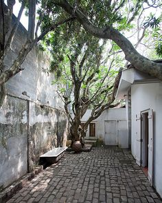 Courtyard in Geoffrey Bawa's house, Colombo | Flickr - Photo Sharing!