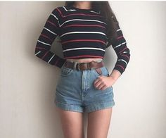 I like the high waisted shorts. The little long sleeve is also cute. 70s Outfits, Cool Outfits, Summer Outfits, Fashion Outfits, Fashion Fashion, Look Retro, Looks Chic, Pinterest Fashion, Swagg