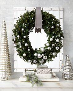 Kum Sung Green Ivy Leaf & Silver Ball Christmas Wreath 32 - New Ideas White Christmas Trees, Modern Christmas, Green Christmas, Rustic Christmas, Christmas Holidays, Christmas Crafts, Christmas Ornaments, Christmas Mantles, Christmas Villages