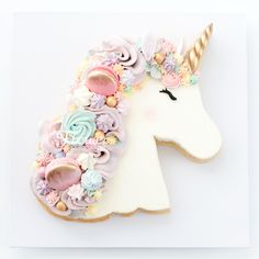 A delicious vanilla sugar cookie topped with vanilla Italian meringue buttercream and decorated with macaron, meringues and other sweet treats. Unicorne Cake, Cupcake Cakes, Macaron Cake, Cookie Cakes, Cookies Et Biscuits, Sugar Cookies, Vanilla Cookies, Buckwheat Cake, Unicorn Cookies