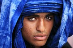 It is the men, not the women, who cover their faces in the Tuareg tradition.