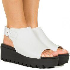 Sandalia flatform branca com sola preta