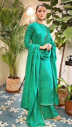 Beautiful New Look 💚💚💚💚💚 Punjabi Suits Designer Boutique, Indian Designer Suits, India Fashion, Girl Fashion, Fashion Dresses, Pakistani Dresses, Indian Dresses, Bandhani Dress, Kurti Neck Designs