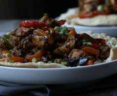 Pepper Chicken on Rice Crackers(Papad) Chef Recipes, Food Network Recipes, Dinner Recipes, Cooking Recipes, Healthy Recipes, Recipes With Chicken And Peppers, Chicken Stuffed Peppers, Chicken Recipes, Chicken Appetizers