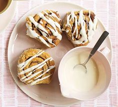 Simple cinnamon rolls Sin Gluten, Choux Buns, Bbc Good Food Recipes, Baking Recipes, Cake Recipes, Recipes Dinner, Veggie Recipes, Sweet Recipes, Dessert Recipes