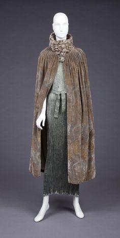 1915C - Fortuny. Silk, glass.