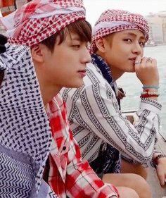 V and jin Bts Taehyung, Bts Bangtan Boy, Bts Jimin, Bts Summer Package 2016, Kpop, V And Jin, Jin Gif, Bts Korea, Hip Hop
