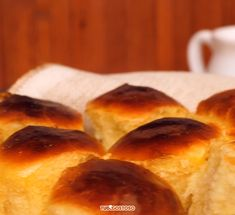 Comme un afternoon tea dans un palace londonien. Ree Drummond, Food Cakes, Easter Recipes Sides, Homemade Bread Without Yeast, Brazillian Food, Keto Recipes, Cake Recipes, Challah Bread Recipes, Potato Bread