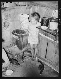 History Discover These 16 Houses In Oklahoma From The Will Open Your Eyes To A Different Time The corner of the kitchen in a tent home of a family near Sallisaw. Time Pictures, Old Pictures, Old Photos, Real Ghost Pictures, Great Depression, Depression Help, Vintage Photographs, Vintage Images, Vintage Art