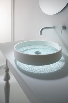 ☆ Washbasin Motif - another nifty thing, worthy to decorate the bathroom. Its production process begins with hand-etched glass, are available to choose from three types of pattern. ☆