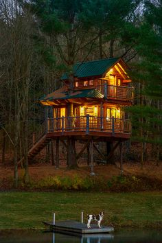 How's this for a #treehouse idea. Two-stories, alongside a magnificent lake and in Waterbury. #Vermont. Now, that's our kind of #glamping.