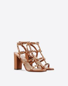 VALENTINO Rockstud Sandal. #valentino #shoes #