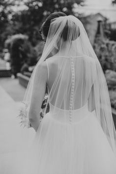 sheer back, buttons down the back, long veil, bridal dress | Photography: Amy Campbell Photography